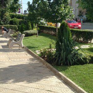 Ландшафтна архитектура и поддръжка на градина около търговски обекти